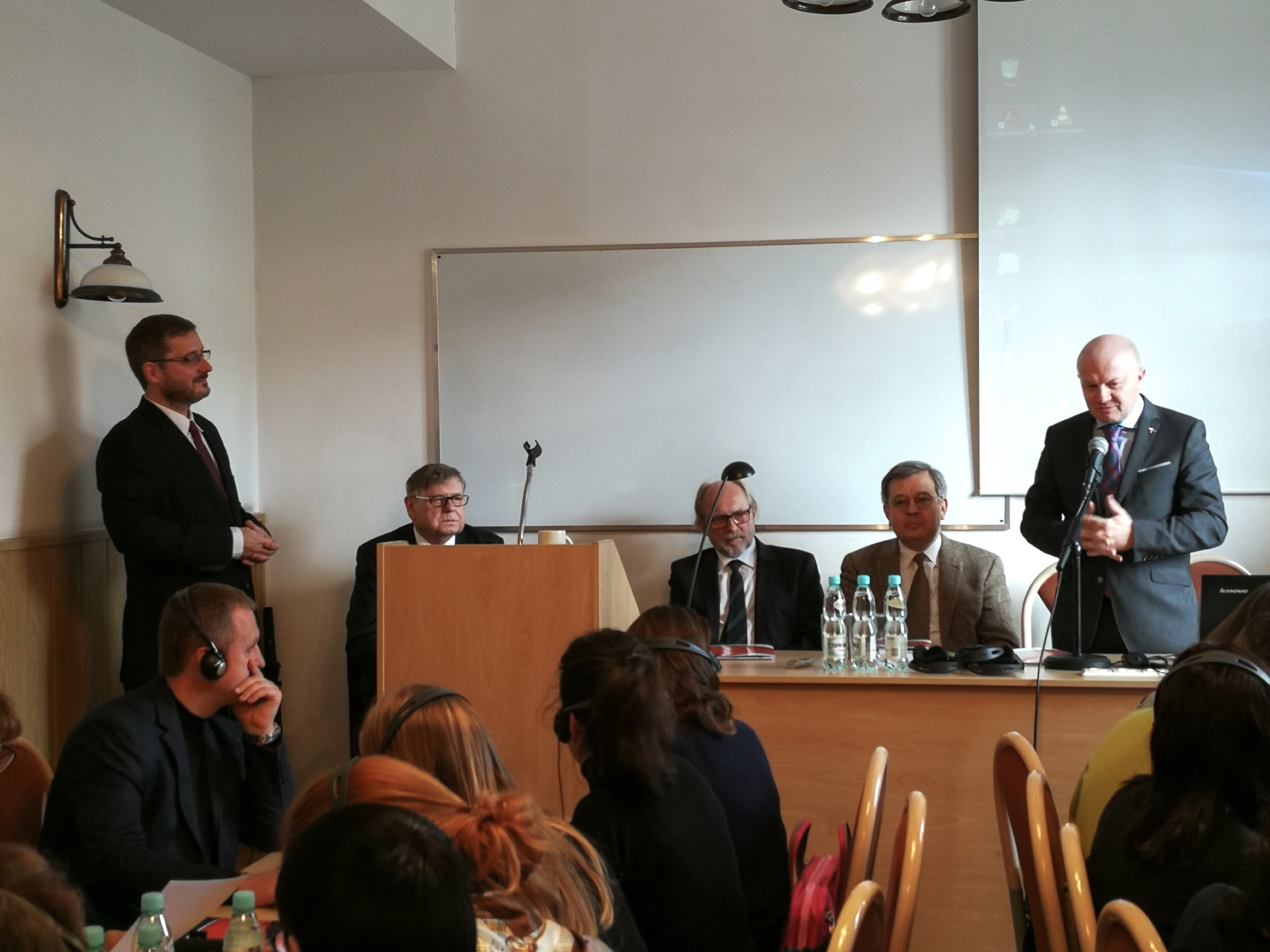Na zdjęciu (od lewej): prof. Robert A. Sucharski, prof. Jerzy Woźnicki, prof. Bogdan Szlachta, prof. Taras Finikov, dr hab. Maciej Duszczyk