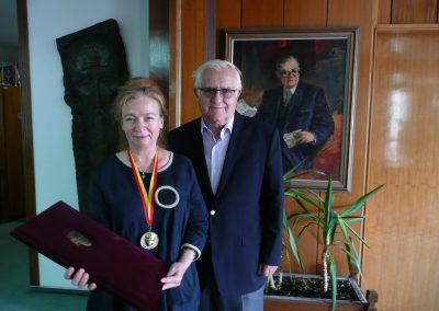 Prof. dr hab. Jolanta Sujecka z z pisarzem Luanem Starową