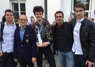 Laureaci I nagrody i przewodniczący jury  Krzysztof Korwin-Piotrowski